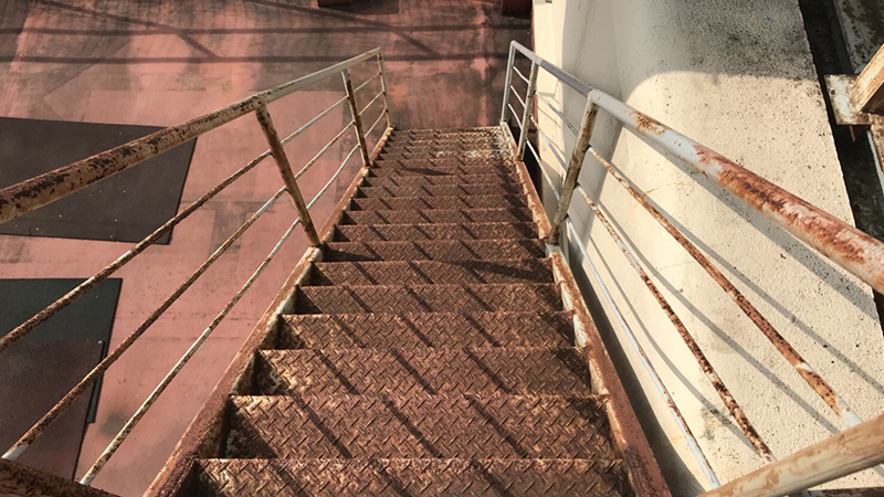 外階段(塗装前)